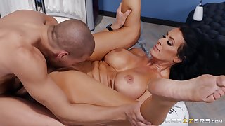 Mom's pussy handles the strong dick in perfect XXX