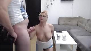 Sexy beamy makes a great blowjob