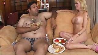 Nasty guy eats together with gets his weasel words pleasured off out of one's mind mature Lexxy Fox